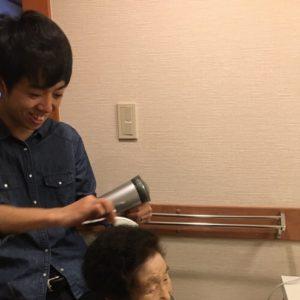 旅先で88歳ひいばあちゃんの髪をセットしたら、こちらも感動した話