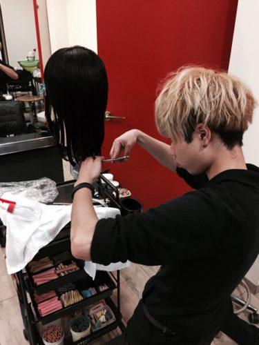 美容師1年目がカット練習?
