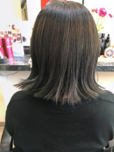 根本の黒い毛は染めなくてもOK!という考え方。